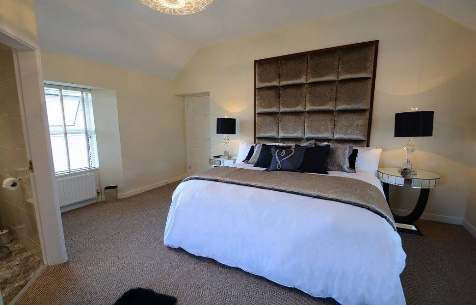 Aghaloo House - luxurious bedroom - Holiday Homes NI - a Live It Experience It member